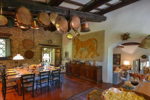 Podere Uccella - Large open plan kitchen and dining area