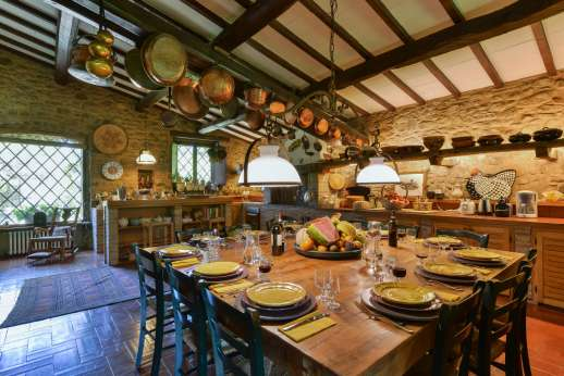 Podere Uccella - The large wooden dining table enough room for 16 people