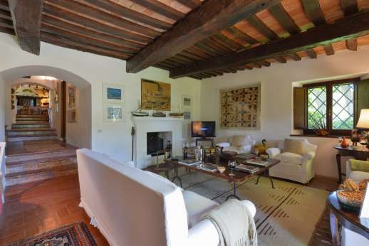 Podere Uccella - The large sitting room (smaller one next to the veranda and kitchen)