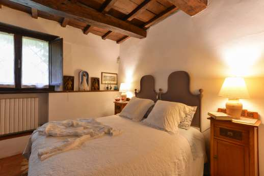 Podere Uccella - First floor air conditioned double bedroom with ensuite bathroom