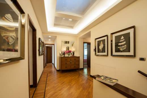 Bellaria - First floor hallway