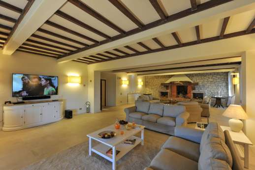 Villa Ostignano - Ground floor air conditioned living room with large smart TV and working fireplace.