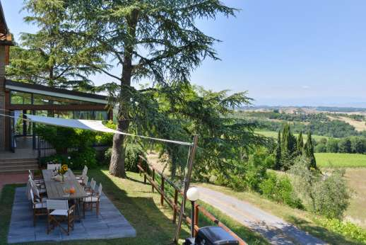 Villa Ostignano - Kitchen leads out to shaded al fresco dining area in the garden.