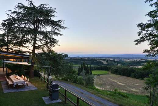 Villa Ostignano - The outside dining area with magnificent view