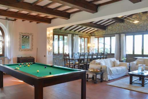Villa Ostignano - Large living room satellite TV, billiard and working fireplace.