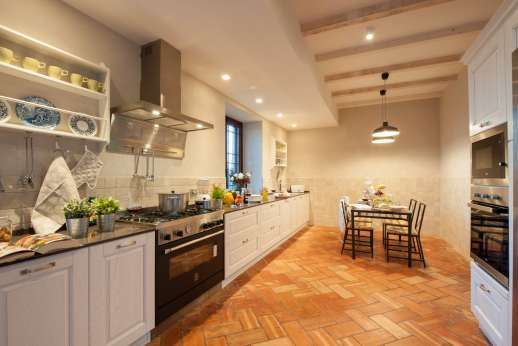 Villa Ostignano - Kitchen with direct access to the shaded seating area