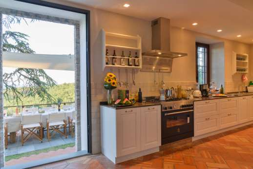 Villa Ostignano - Another view of the modern well equipped kitchen
