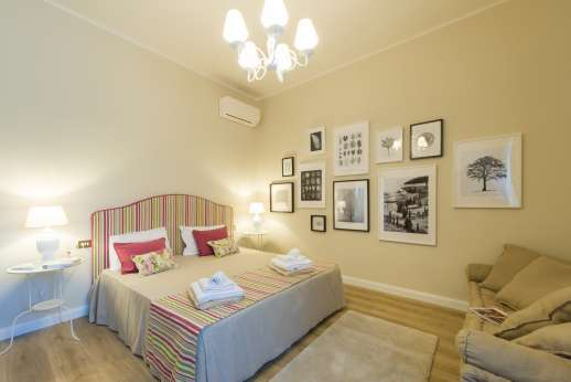 Villa Ostignano - Air conditioned double bedroom, sharing a bathroom with shower