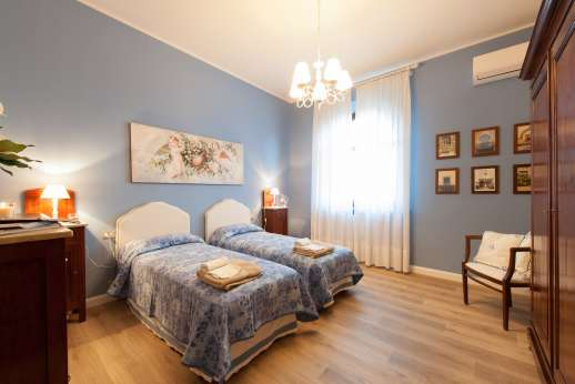 Weddings at Villa Ostignano - Air conditioned twin bedroom with shared bathroom