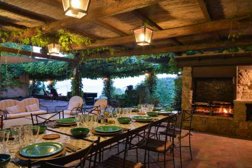 Ciclopica - The pergola and BBQ with outdoor lighting