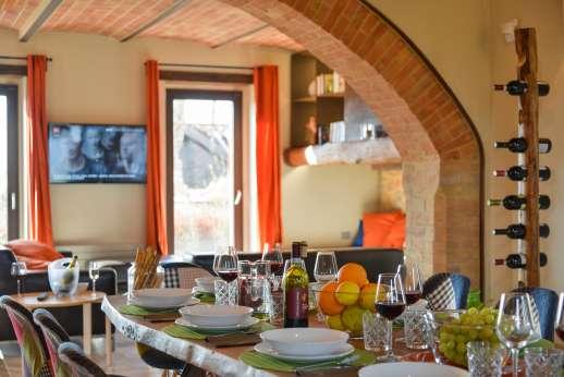 Poggiobuono - Open plan dining area next to the kitchen