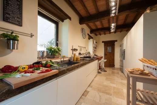 Poggiobuono - Ground floor gallery kitchen