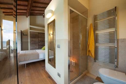 Poggiobuono - En suite bathroom with shower