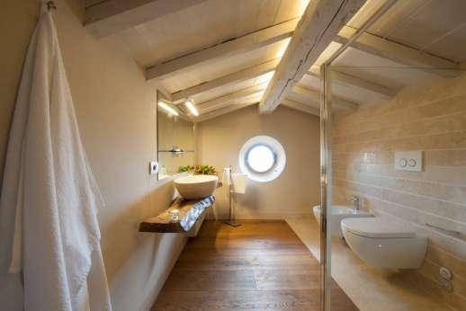 Poggiobuono - Attic bathroom