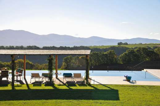 Segreto Gelsomino - Huge lawns surround the property with amazing views