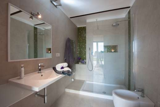 Segreto Gelsomino - Lower ground floor en suite bathroom