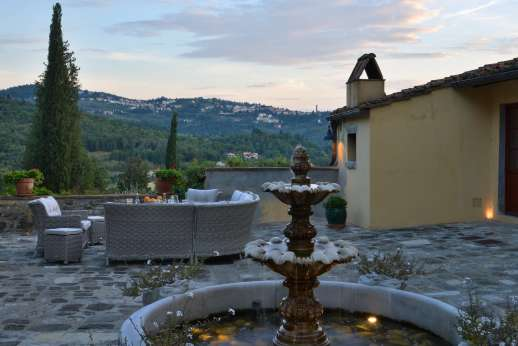 Podere Nuccioli - Courtyard can be enjoyed in the evening