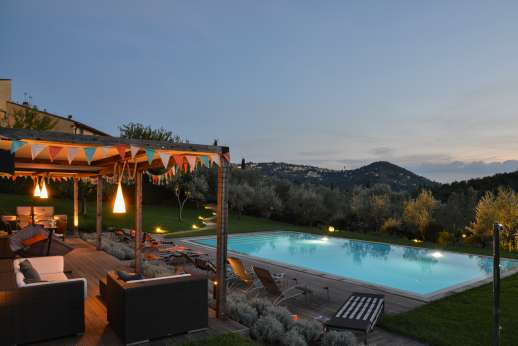 Podere Nuccioli - The outside area and pool are lit and can be enjoyed in the evening