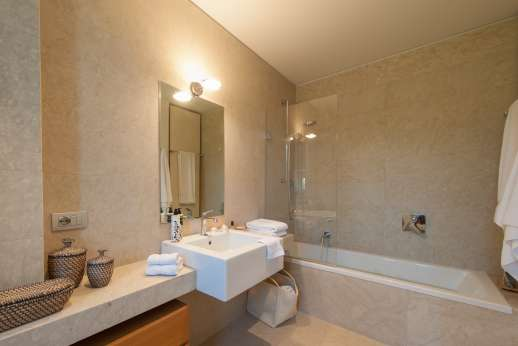 Podere Nuccioli - Ground floor bathroom
