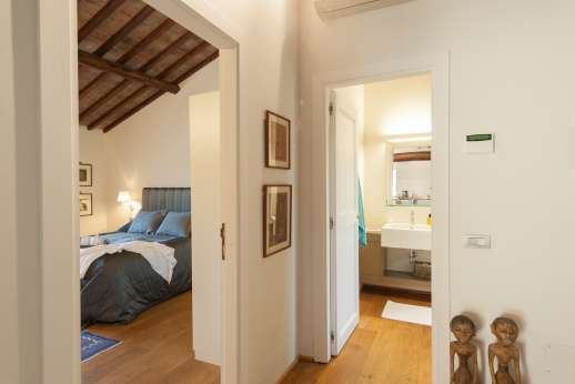 Podere Nuccioli - Guest house from bedroom to bathroom