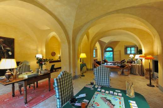 Poggio Ai Grilli - Huge living room with fireplace, sofas and various sitting areas