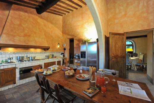 Poggio Ai Grilli - Kitchen with direct access to the al fresco dining area shaded