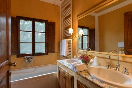 Poggio Ai Grilli - En suite bathroom with jet stream bath