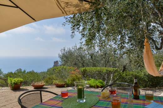 Passo Reo - Second guesthouse, seating area and sea view