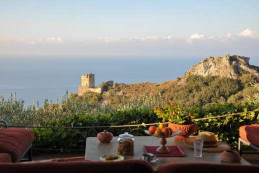 Passo Reo - Outdoor seating area that enjoys sea views