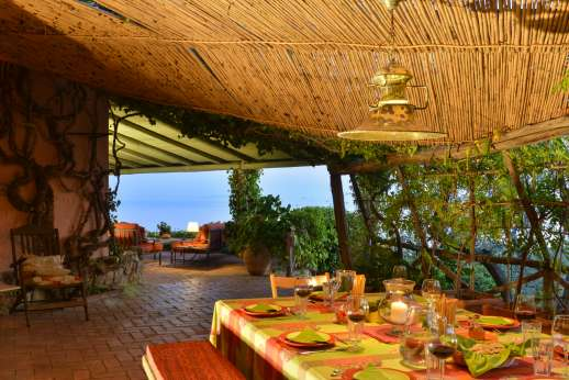 Passo Reo - Shaded pergola sonf dining area for eight people