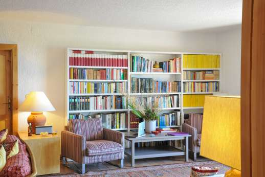 Passo Reo - Bookshelf in the large living room