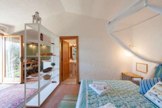 Passo Reo - Guesthouse by the pool air conditioned double bedroom