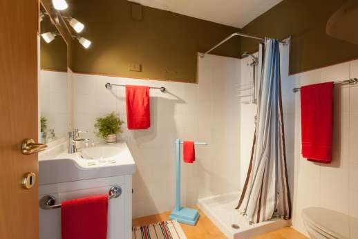 Passo Reo - Second guesthouse bathroom with shower