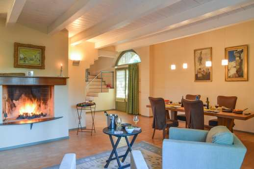 Poggio di Artemis - Open sitting room with fireplace