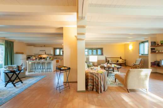 Poggio di Artemis - Open dining and sitting room
