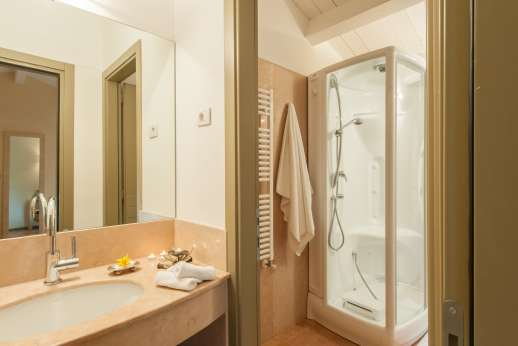 Podere di Artemis - Ensuite bathroom with shower