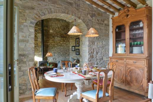 La Palazza Nel Cielo - Breakfast room with access to the paved courtyard.