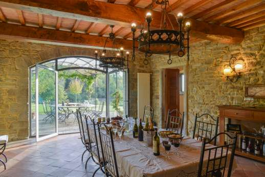 Argenta Celeste - The spacious dining room leads off onto a terrace with pergola