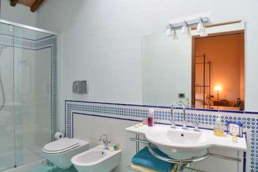 Argenta celeste -En-suit bathroom with shower