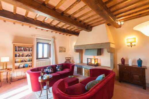 Argenta Celeste - Spacious living room with large fireplace in the guesthouse
