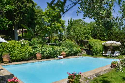 Montesassi - Down by the private swimming pool, 7 x 15 meters/22 x 48 feet, you have to shaded pergola with a dining table