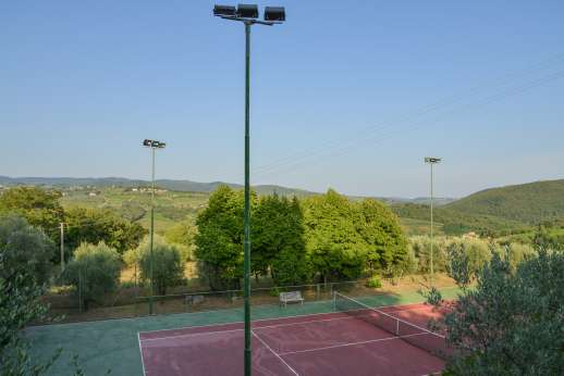 Montesassi - Your own private all-weather tennis court.
