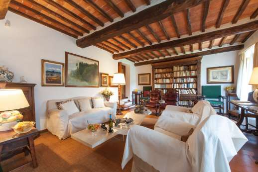 Montesassi - On the first floor the sitting room with fireplace.