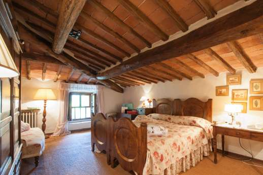 Montesassi - First floor en suite bathroom.