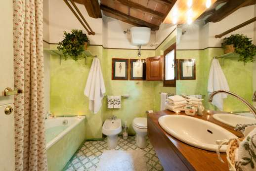 Montesassi - Air conditioned double bedroom.