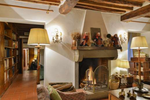 Montesassi - Another lovely sitting room.
