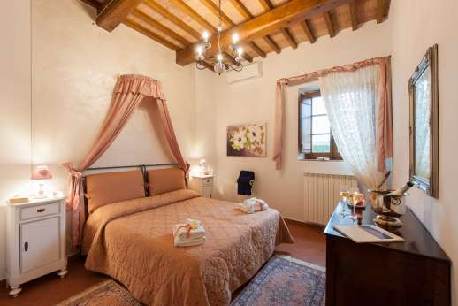 San Leolino - Air conditioned double bedroom, ground floor with shared bathroom.