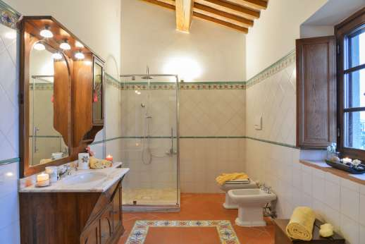 San Leolino - First floor bathroom