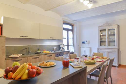 San Leolino - Large summer kitchen with a breakfast area leading out into the garden