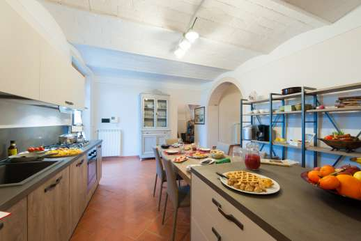 San Leolino (x 10 people) with Staff and Cook - Large ground floor kitchen
